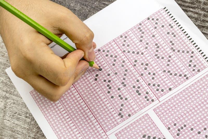 Papier réactif de jeu-concours d'examens avec le dessin au crayon images stock