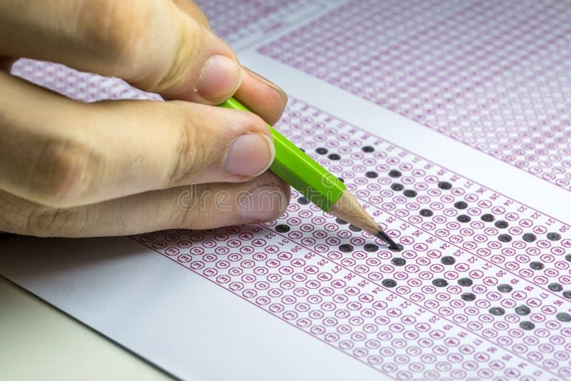 Papier réactif de jeu-concours d'examens avec le dessin au crayon image libre de droits