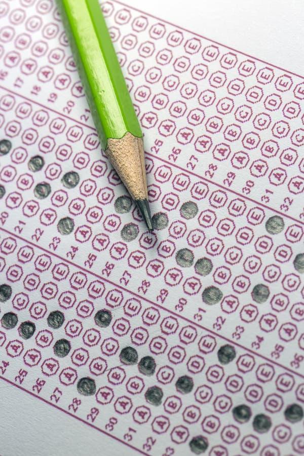 Papier réactif de jeu-concours d'examens avec le dessin au crayon photo stock