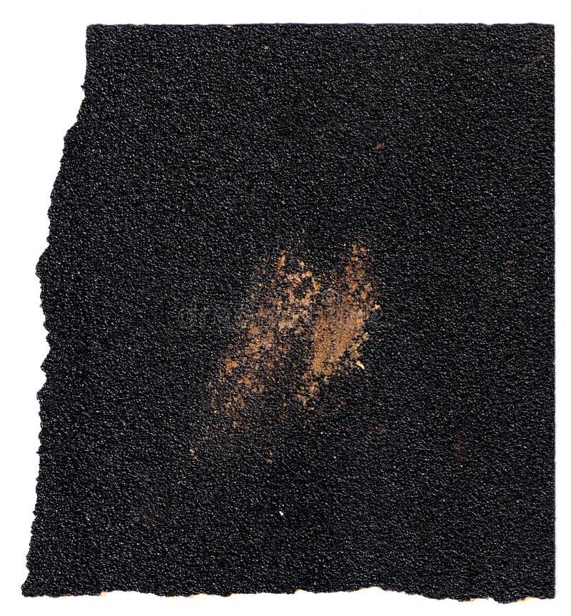 Papier sablé utilisé brut de papier à l'émeri avec les bords en lambeaux sur le fond blanc image libre de droits