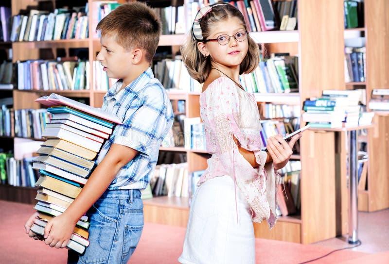 Papier- und elektronische Bücher stockbild