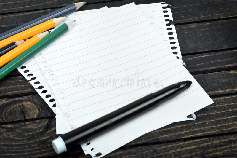Download Papier vide sur la table image stock. Image du éducation - 76080421