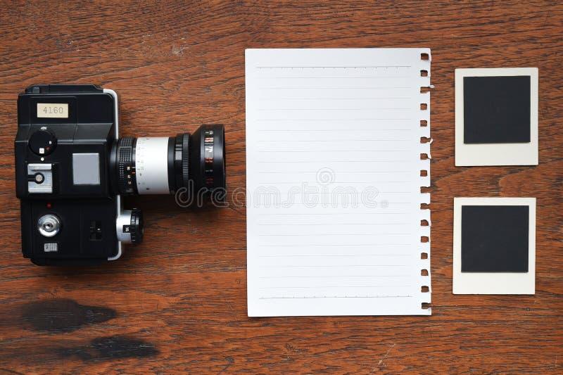 Papier z fotografii kamerą i ramami zdjęcia royalty free