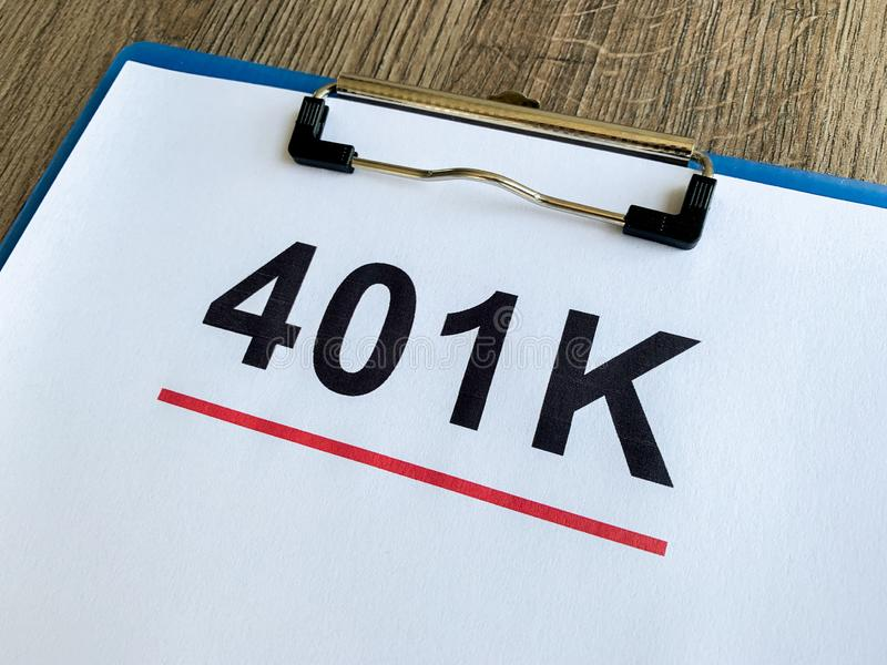 Papier z 401k planem na drewno stole obrazy royalty free