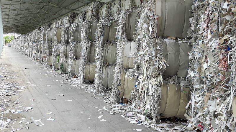 Papierafval in Pakhuis royalty-vrije stock afbeeldingen