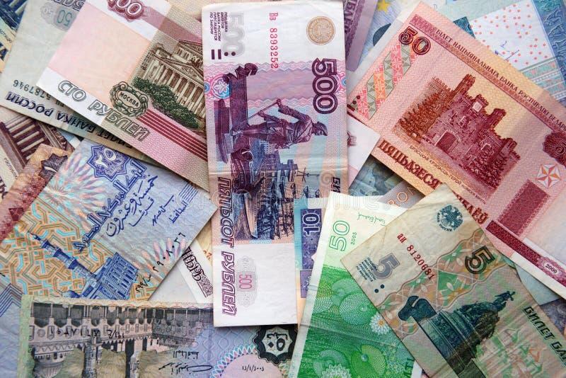 Papierbanknoten von verschiedenen Ländern stockfotos