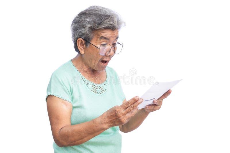 Papiere der alten Frau Leseauf Weiß stockbilder