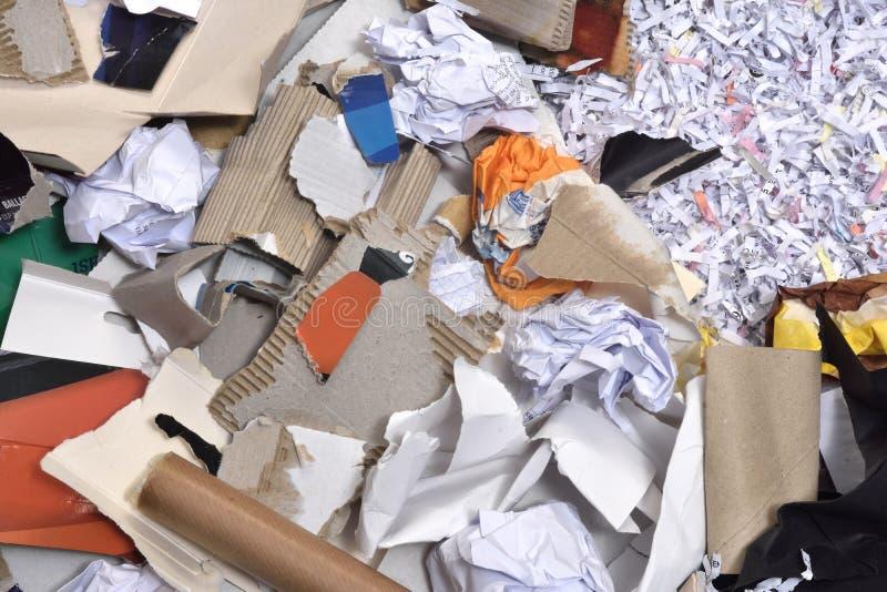 Papiere innerhalb eines aufbereitet zu werden Behälters, stockbilder