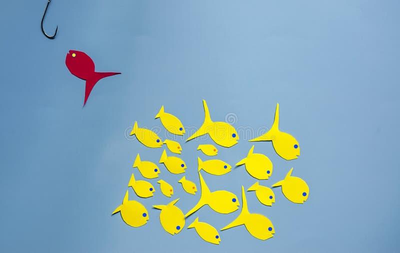 Papieren gele en rode vis stock afbeelding