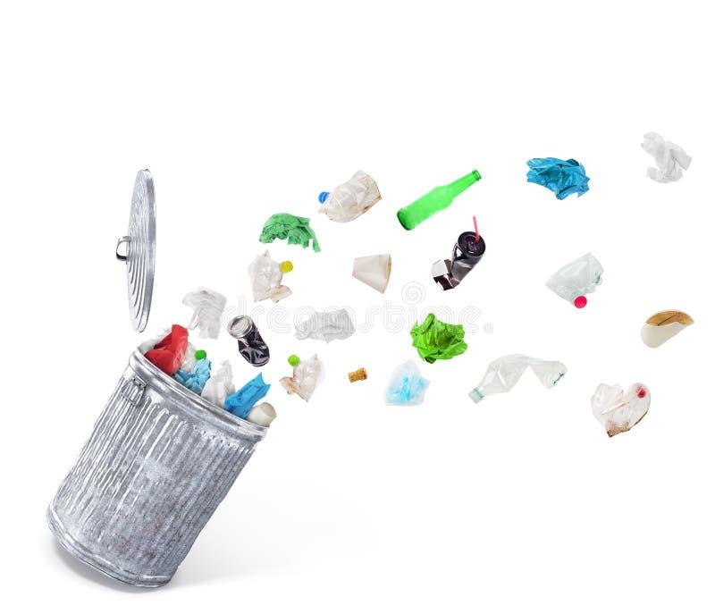 Papierkorb mit unsortiertem Abfall stockbilder