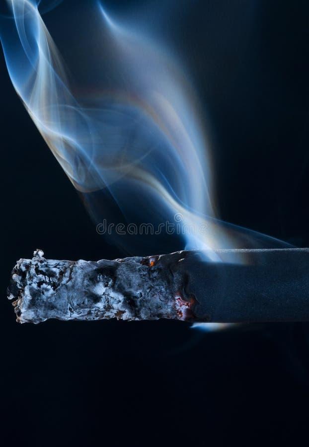 papierosowy dymienie zdjęcia stock