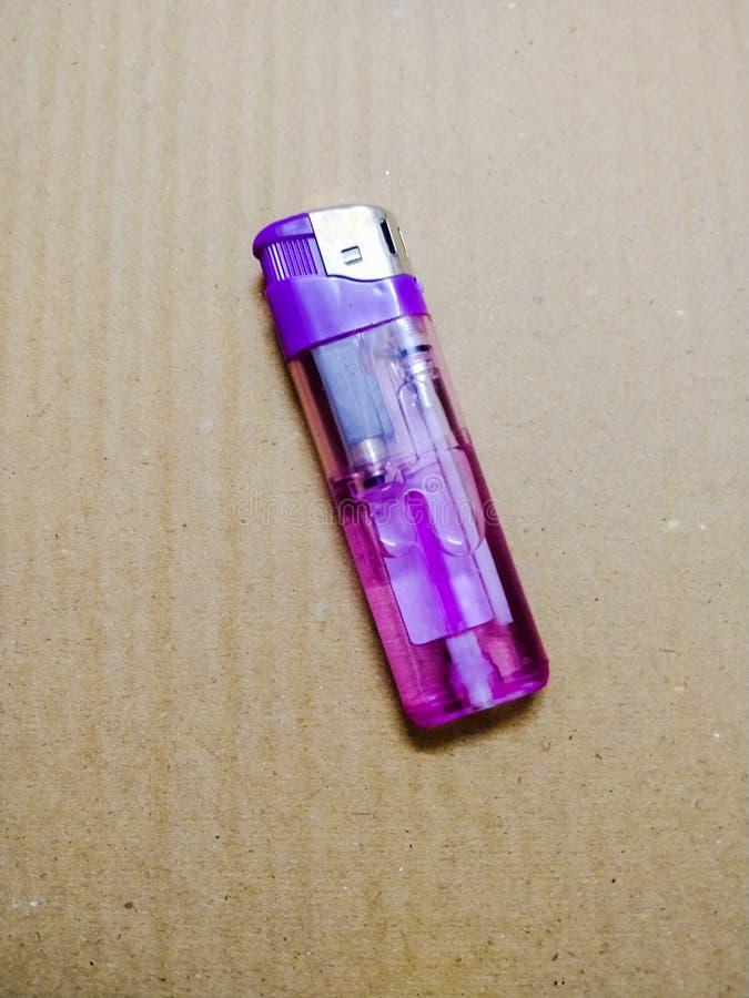 Papierosowy zapalniczek purpur colour fotografia stock
