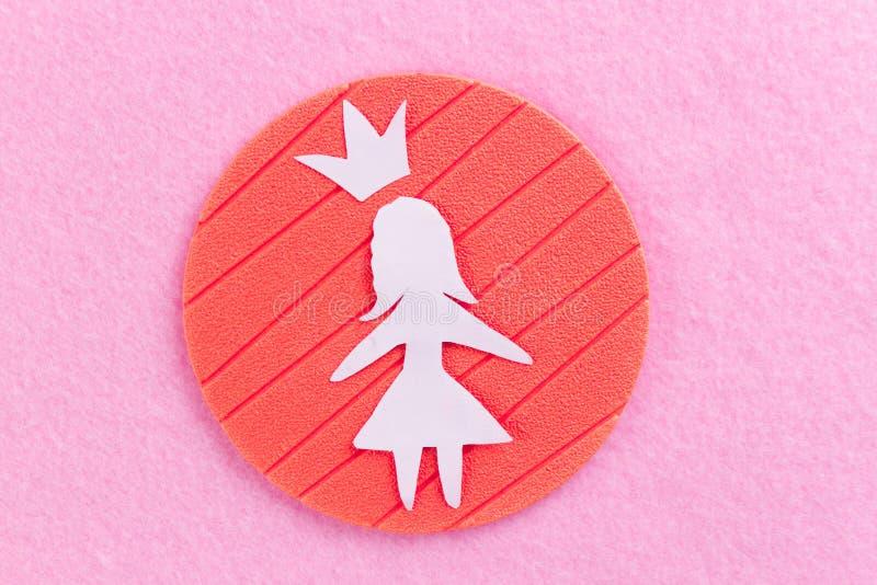 papierowa dziewczyna na różowym tle zdjęcie stock