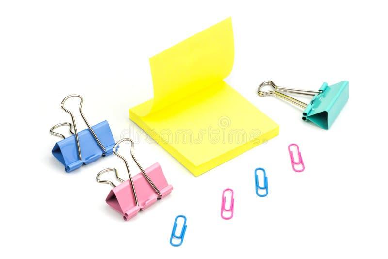 Papierowe klamerki i poczta notatka zdjęcia stock