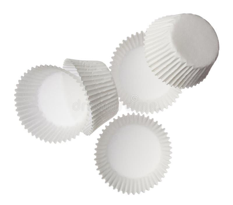 Papierowe słodka bułeczka filiżanki odizolowywać na białym tle obrazy royalty free