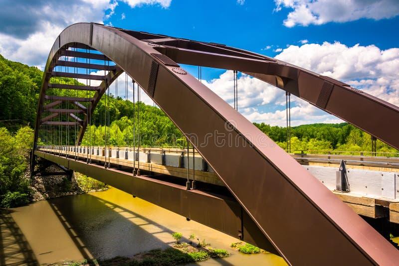 Papierowego młynu drogi most nad Loch kruka rezerwuarem w Baltimor obraz stock