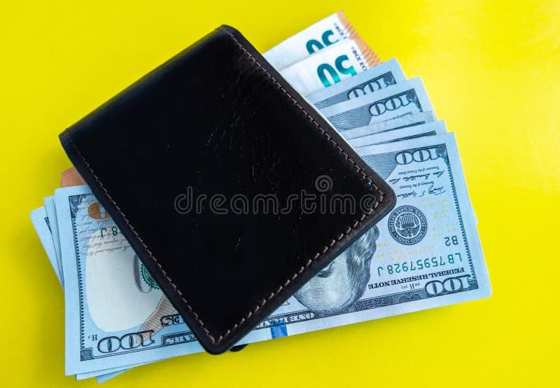 Papierowego pieniądze euro i dolary zdjęcia stock