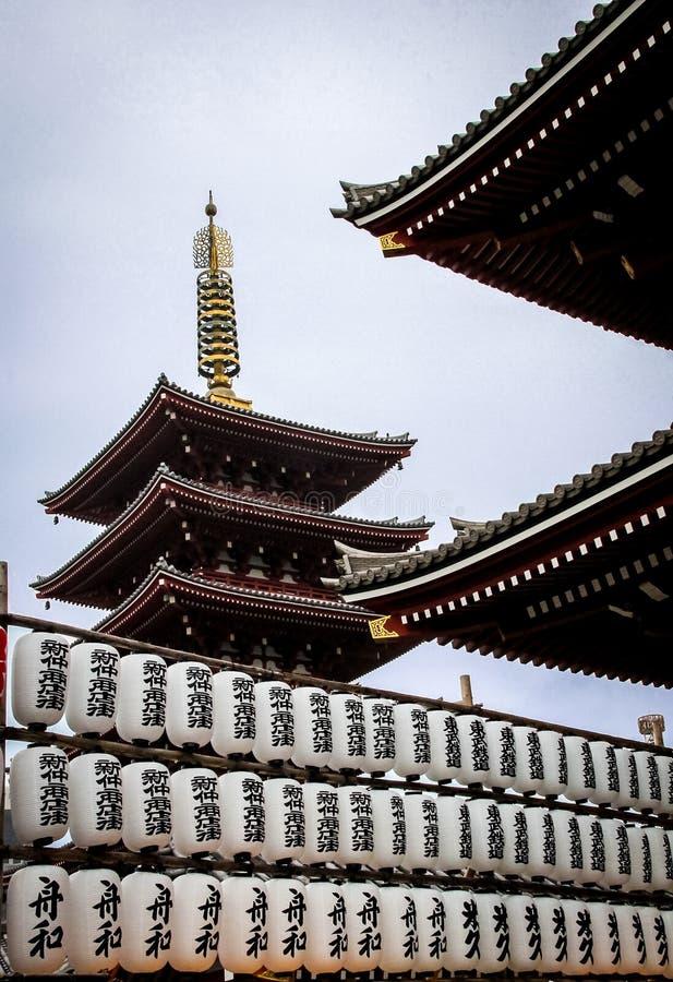 Papierowi lampiony i Piętrowa pagoda Sensoji świątynia - Tokio, Japonia zdjęcia royalty free