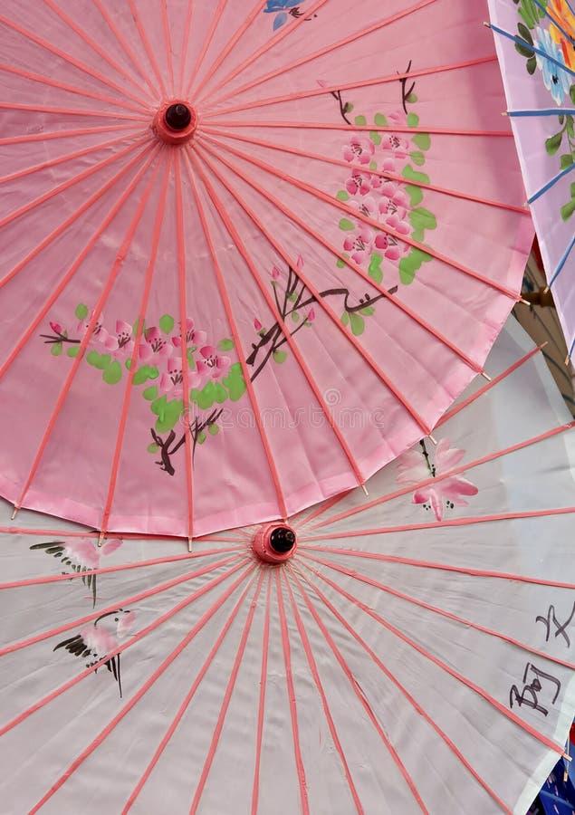 papierowi Oriental dekoracyjni parasols fotografia stock