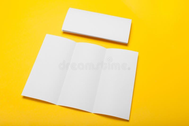 Papierowy broszurki mockup, sztandaru puste miejsce, broszura obraz royalty free