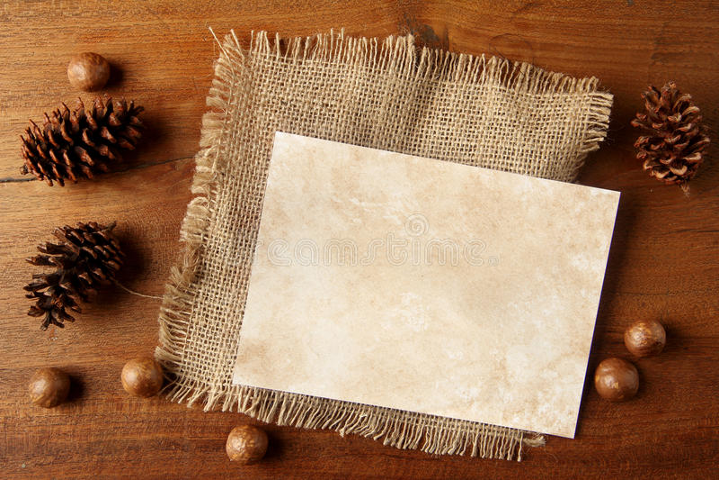 Papierowy burlap na teakwood desce fotografia royalty free