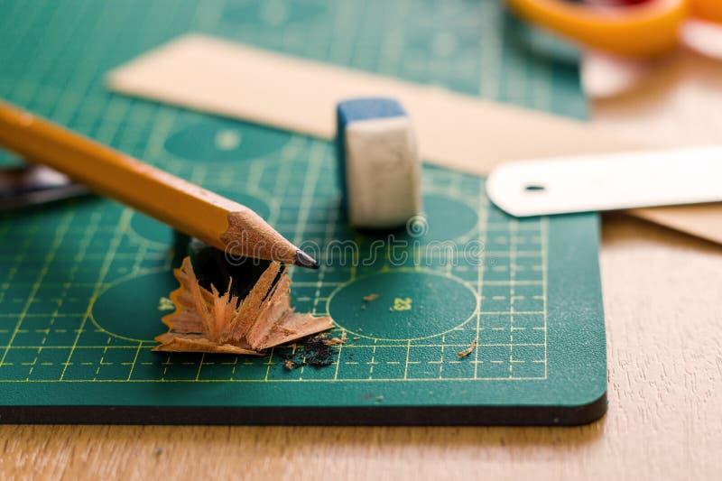 Papierowy crafter ` s miejsce pracy obraz royalty free