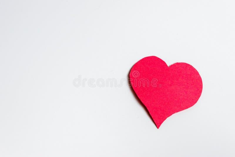 Papierowy czerwony serce na bielu obrazy royalty free