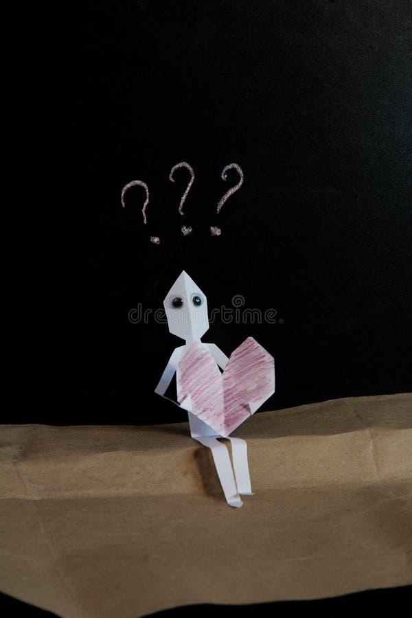 Papierowy mężczyzna w miłości intryguje zdjęcie stock