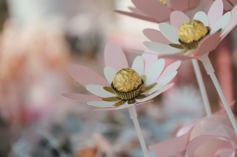Papierowych kwiatów dekoracja fotografia stock