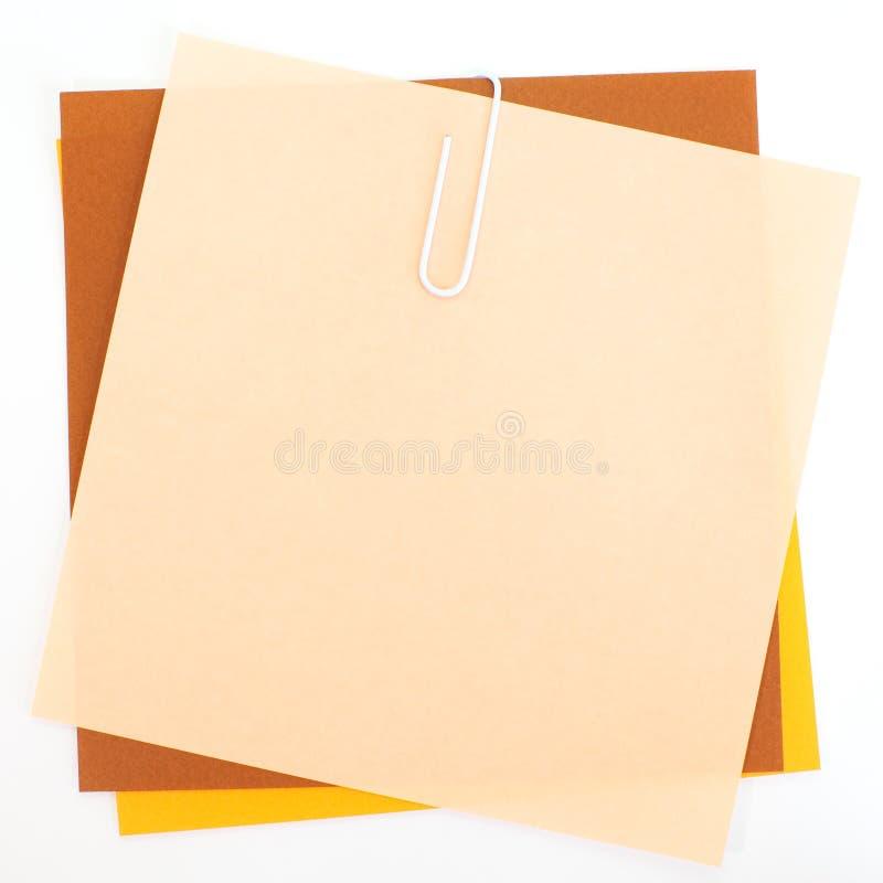 Papiers colorés avec l'agrafe photos libres de droits