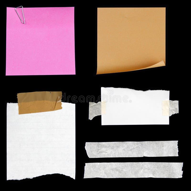 Papiers sur le noir photos stock