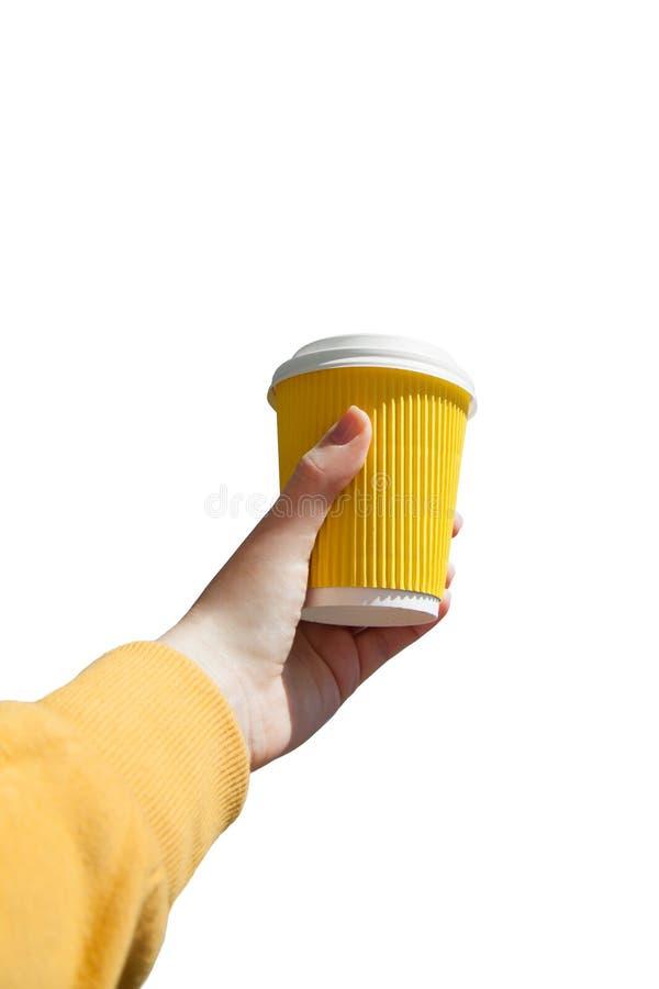 Papiertasse kaffee in der weiblichen Hand lizenzfreie stockbilder