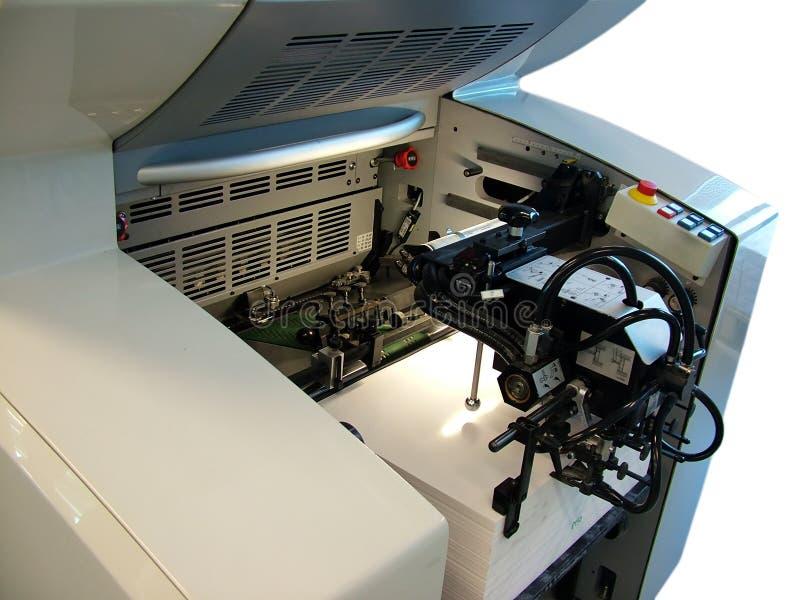 Papierzufuhr - Druckenpresse lizenzfreies stockbild