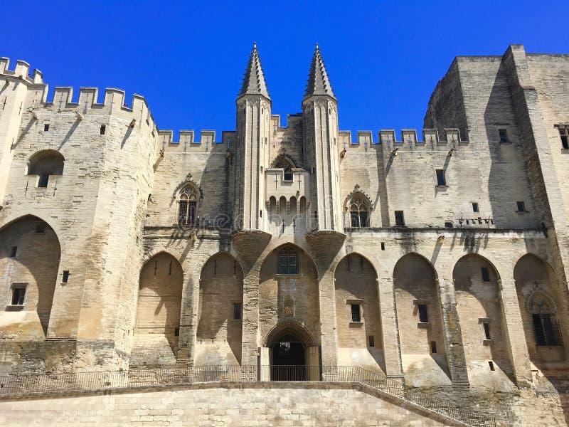Papieski pałac jest dziejowym pałac lokalizować w Avignon, południowy Francja Ja jest jeden wielki i znacząco średniowieczny got obraz stock