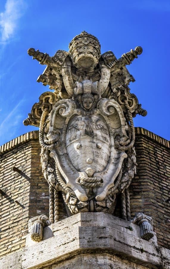 Papieski symbol Saint Peter& x27;s Square Vatican Rzym Włochy fotografia royalty free
