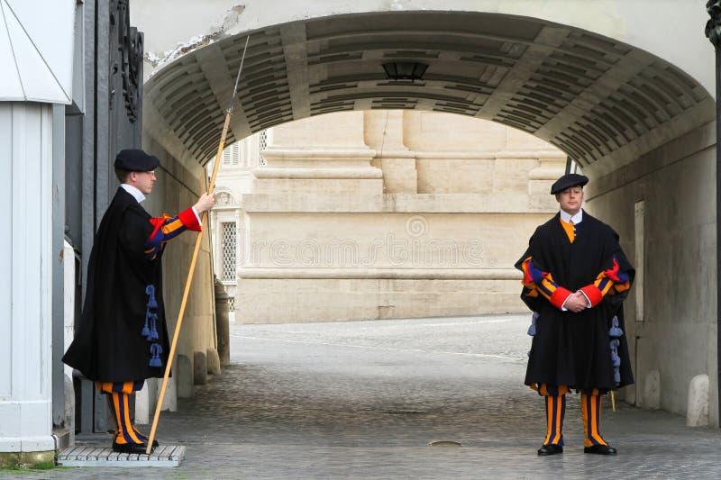 Papieski Szwajcarski strażnik w mundurze zdjęcia royalty free