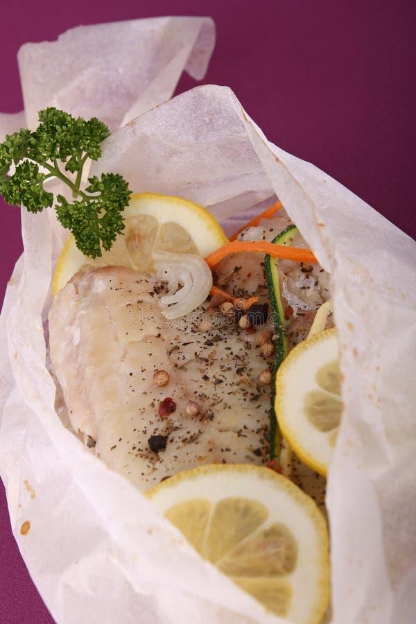 Papillote d'en cuit par poissons photo stock