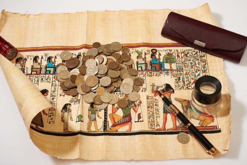 Papiro egiziano antico e molti fotografia stock libera da diritti