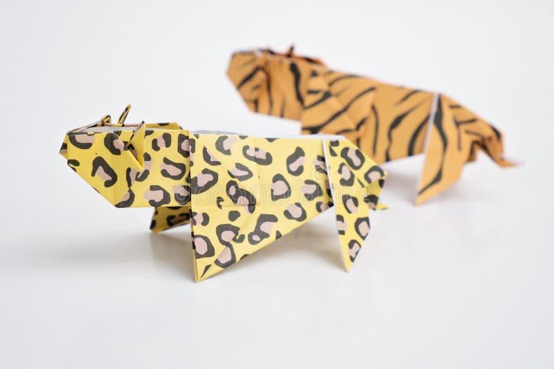 Papiroflexia del tigre y del leopardo imagen de archivo