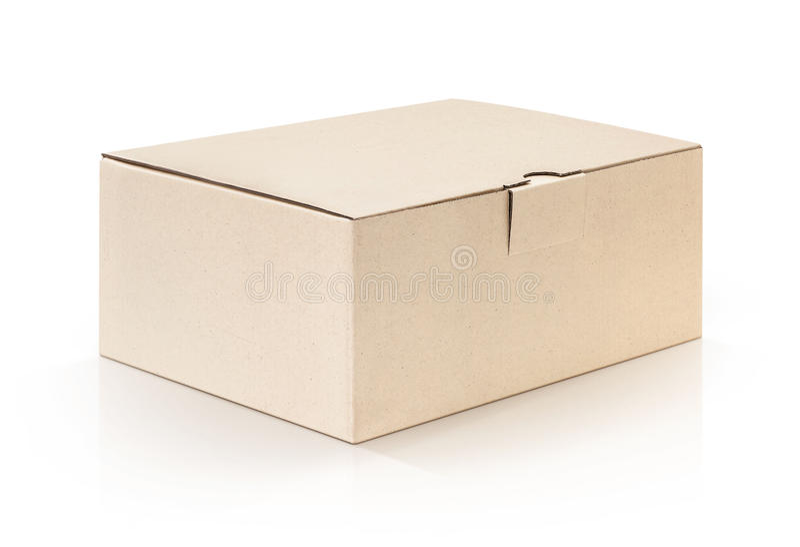Papp-Kraftpapier-Kasten offen und auf weißem Hintergrund lokalisiert lizenzfreie stockfotografie