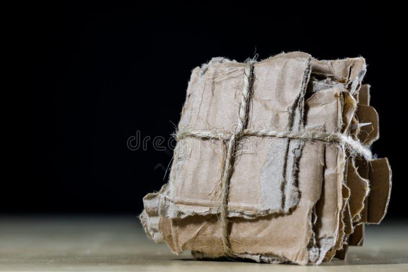 Papp lappar staplat och bundet med en juterad Förlorad pape royaltyfri foto