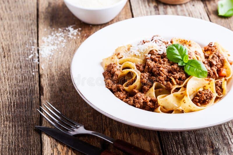 Pappardelle italiano tradizionale casalingo bolognese della pasta immagine stock