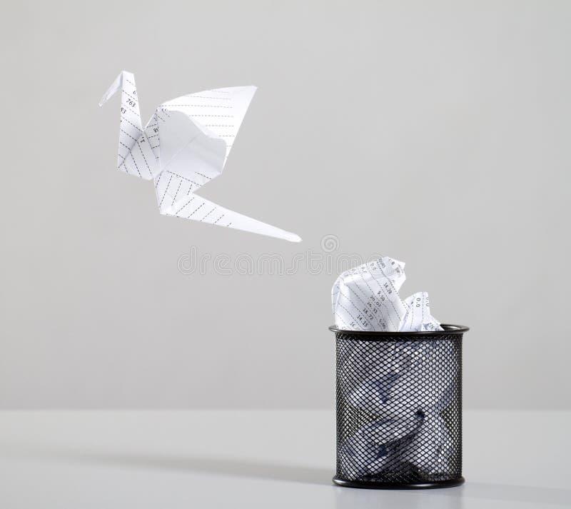 papper återanvänder avfalls arkivfoto
