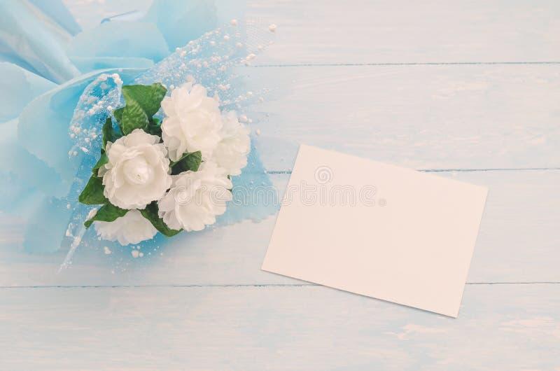 Papper för hälsningkort med jasminblommabuketten arkivbilder