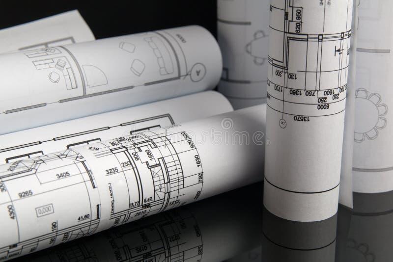 Pappers- arkitektoniska teckningar och ritning Iscensätta ritningen royaltyfria bilder