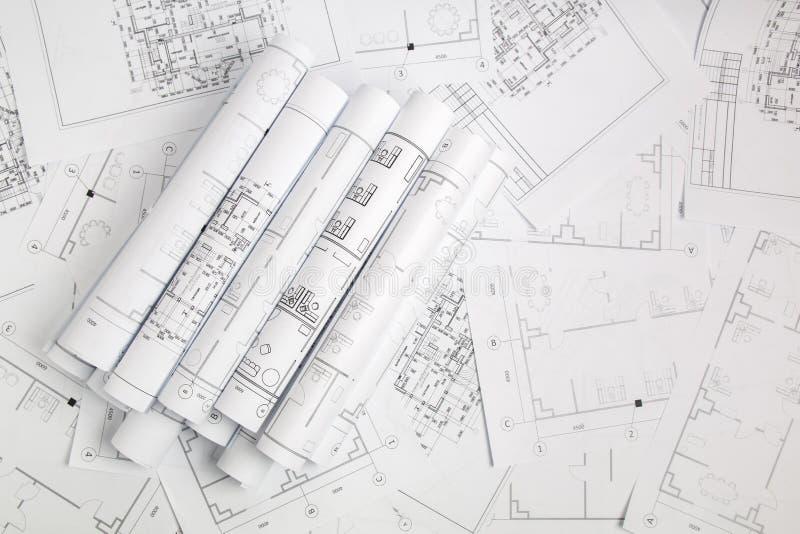 Pappers- arkitektoniska teckningar och ritning arkivfoton