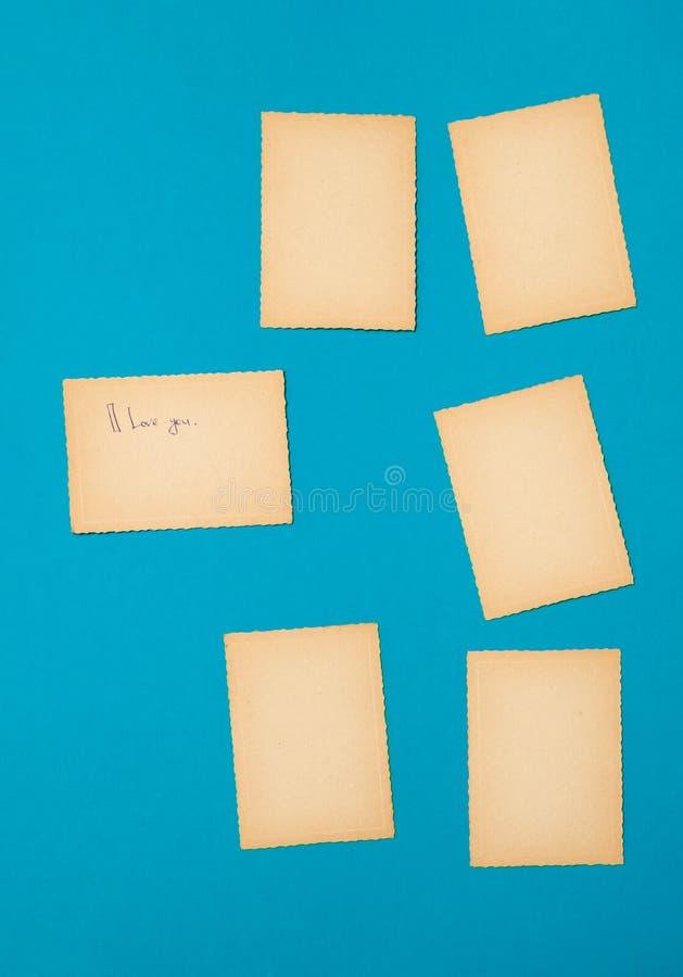 Pappers- blå fastställd lott för gammal tappning av annonsen för meddelande för bräde för påminnelse för missiv för bokstav för k arkivbild