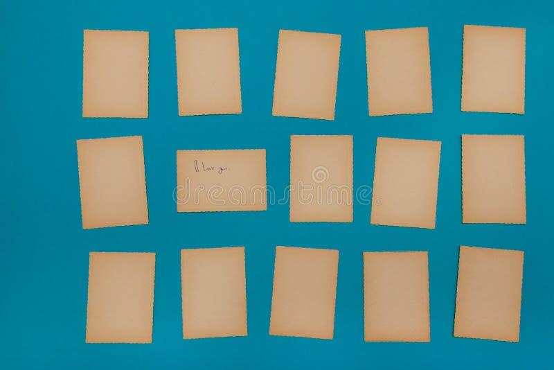 Pappers- blå fastställd lott för gammal tappning av annonsen för meddelande för bräde för påminnelse för missiv för bokstav för k fotografering för bildbyråer