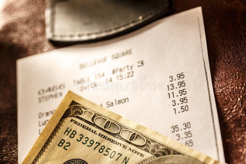 Pappers- check för kafé med dollar arkivfoto