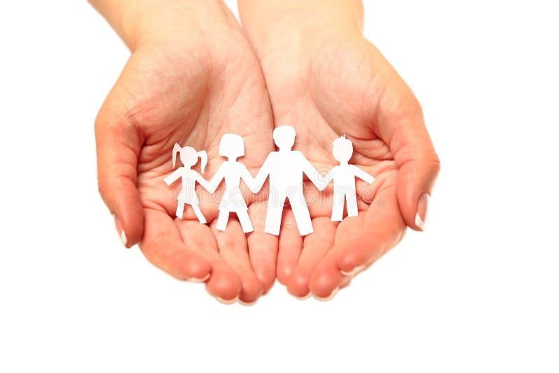 Pappers- familj i händer som isoleras på vit bakgrund arkivbild